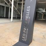 Totem-de-signalisation-exterieur-Les-Passerelles-3