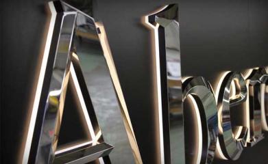Lettres relief prismatique